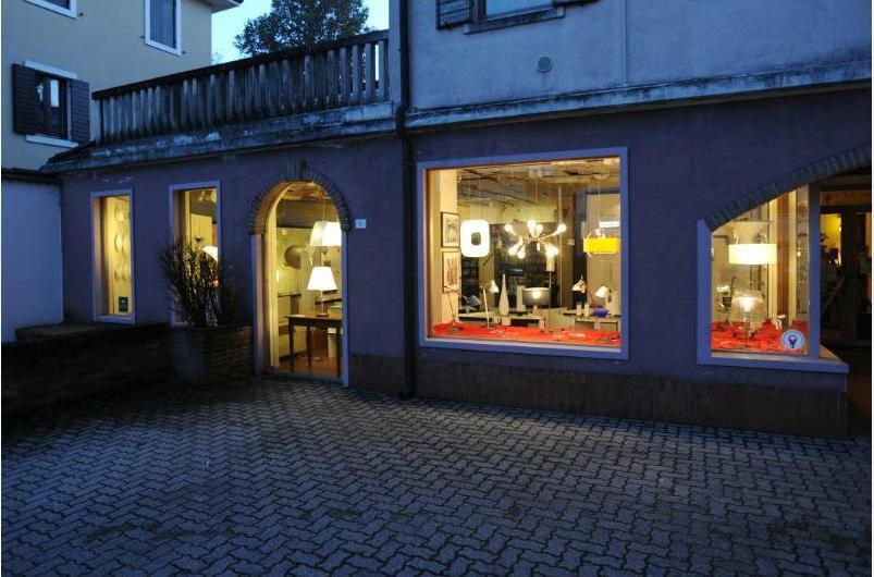 Illuminazione r z negozi del lupo for Illuminazione negozi